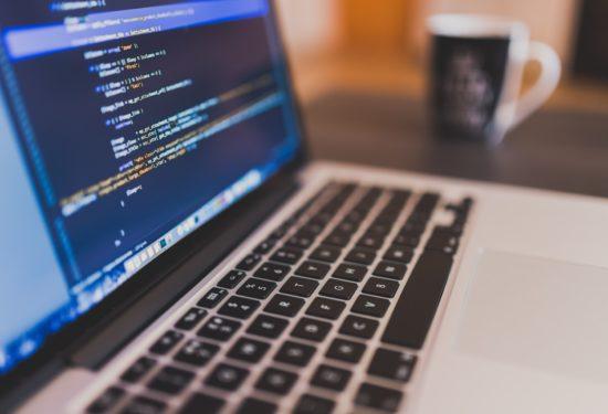 Dlaczego senior koduje dłużej niż junior?